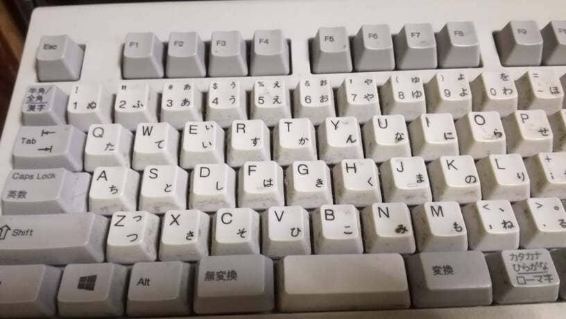5年分の汚れが付着したNECのキーボード本体アップ画像1